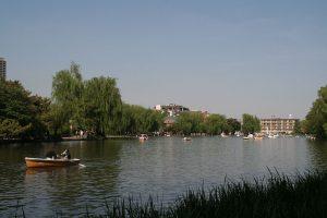 1024px-nerima_syakujii_park_sampoji_boat_pond
